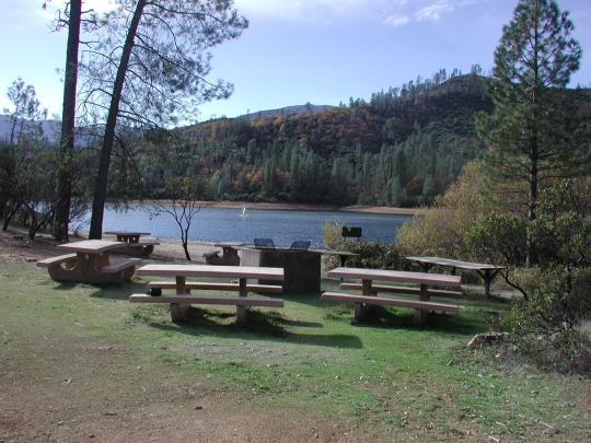 Camping at whiskey creek group picnic area whiskeytown for Whiskeytown lake fishing